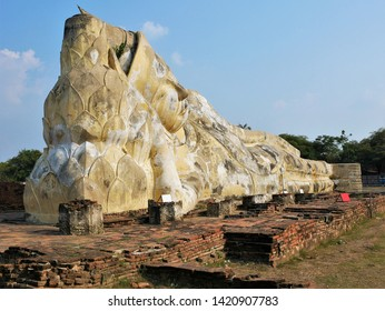 The  Reclining Buddha at Wat Lokaya Sutha, Ayuthaya, Thailand