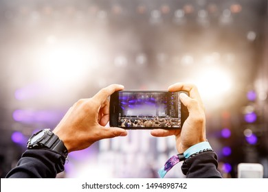 Recording a concert on a mobile phone, Outdoor stage