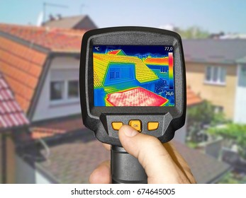 Recording Warmed roofs on family homes, with thermal camera