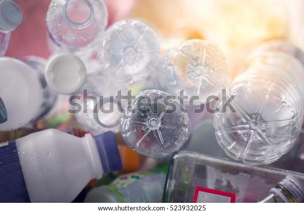 Recycler la bouteille en plastique, concept de gestion des déchets.
