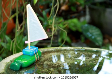 Recycling kids toy,Shampoo Sailboat Bottle.Handmade sailboat made form empty shampoo bottle.Piece of reuse things to hold the stirrer.Easy and fun D.I.Y reuse toy that kid can do and do it themself.