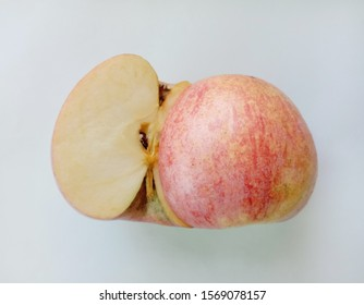 Red apple (Malus pumila) isolated on white background give a sweet taste with vitamin C to help prevent inflammation Reduce wrinkles Reduce scurvy. Helps the capillary walls become stronger.