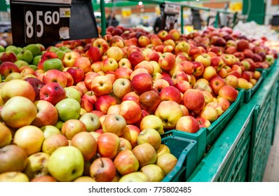 red apples on the market stalls