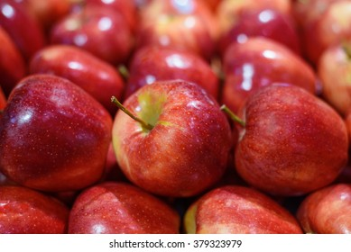 Red apples sell on market
