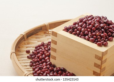 red beans in a square wooden box
