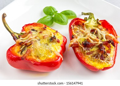 Red bell peppers, cut in half and filled with bacon, mushroom, leek and eggs. Topped off with cheese and baked in the oven. Great as breakfast, lunch or dinner starter.