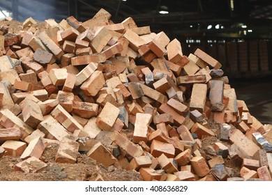 red bricks / red bricks for construction