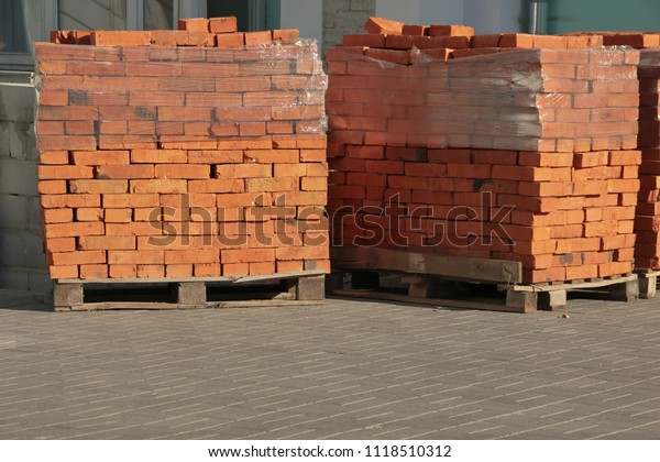 red-bricks-on-pallets-wrapped-600w-11185