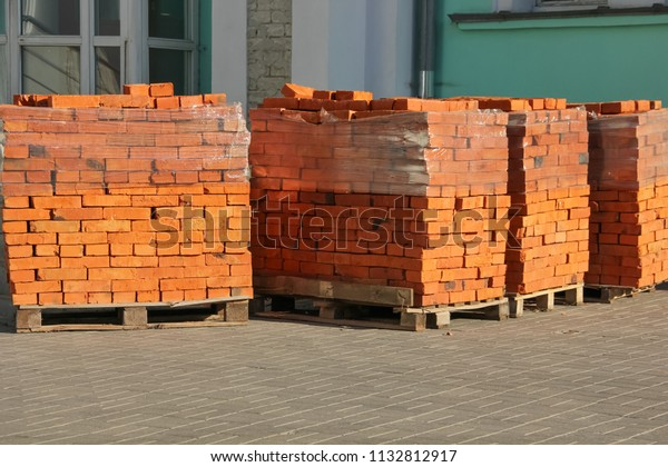 red-bricks-on-pallets-wrapped-600w-11328