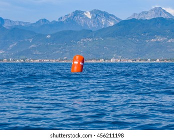 Red buoy upwind ready for the race