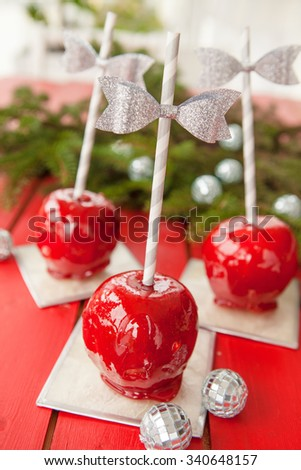 red candy apples for a sweet christmas treats - Christmas Candy Apples