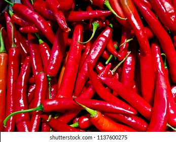 Red chili Sell in the market.Prepare the condiment.Spicy food.Chili also contains two other important substances: Capsaicin and Oleoresin.