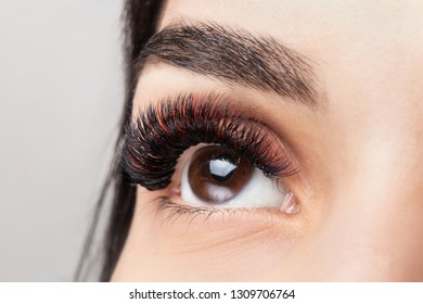 Red color eyelash extensions. Good vision and fresh looking eye. Black eyebrow liner, clear skin