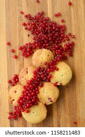 RED CURRANT MUFFINS for summery breakfasts and snacks. these are a lovely light, cake-y cupcakes full of tart little red currants