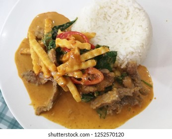 Red curry beef with rice / Thai Food