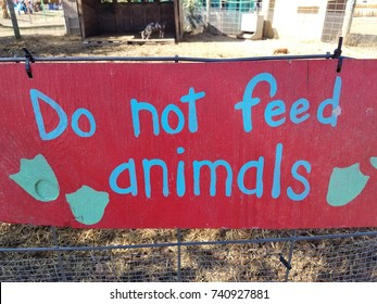 red do no feed animals sign