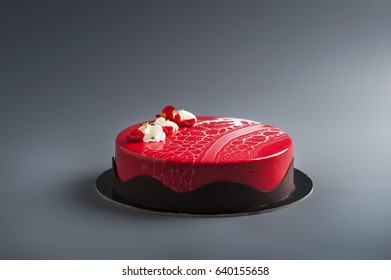 Red entremet with edible flowers