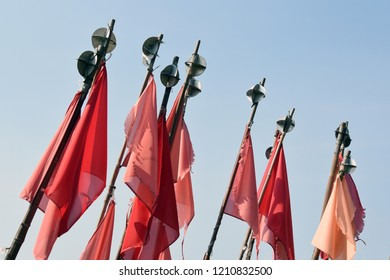 Red flags for marking fishing net position