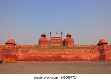 Red Fort is built in sandstone and has an Islamic-style ancient architecture. It is listed as a World Cultural Heritage by UNESCO and is a historical tourist attraction of the Mughal Dynasty in India.
