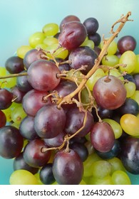 Red and green grapes all fresh from the garden