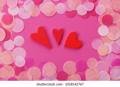 The red Heart shapes on abstract light glitter background in love concept for valentines day w