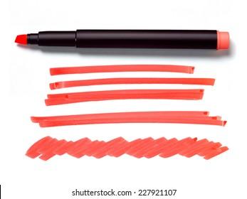 rote hellere Stifte und Doodles einzeln auf weißem Hintergrund mit echtem Schatten- und Textbereich