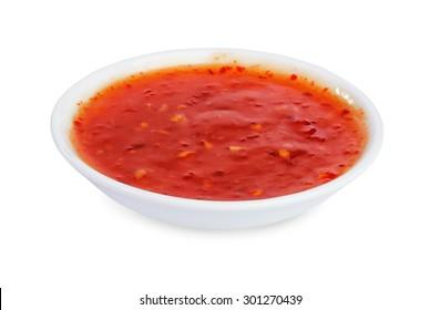 rote scharfe Chilisauce einzeln auf weißem Hintergrund