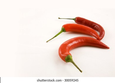 Jalape���±o red hot chillies, aligned in a quarter circle