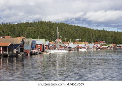 Red houses in the archipelago by the water