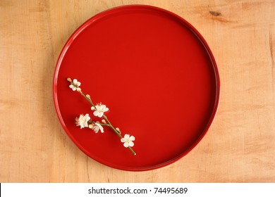 Red Japanese round tray