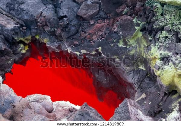 red-lava-near-volcano-tolbachik-600w-121