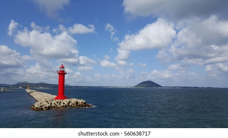 The red lighthouse and the sea