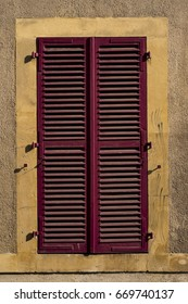 Red metal blinds