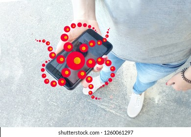 Red monster newcomer climbs out of the phone, hallucinogenic trip narcotic effect, the danger of misuse of the Internet