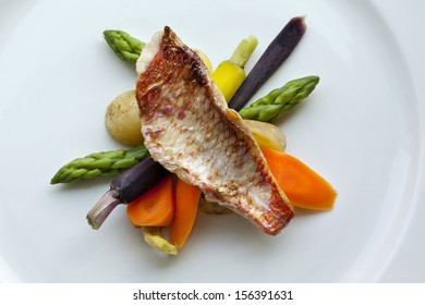 Red mullet, carrots and asparagus on a plate