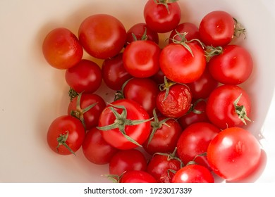 red natural tomatoes close up