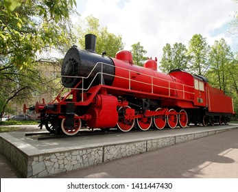 red old locomotive, General view