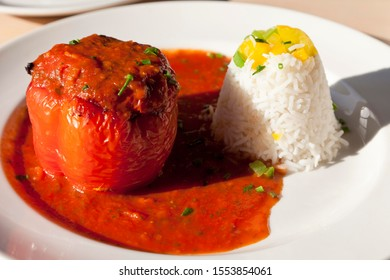 Red pepper stuffed with mincemeat, tomato sauce and rice