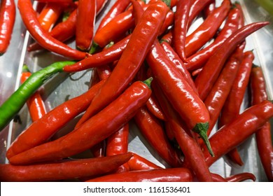 Red peppers add aspicy taste to the food Actually,there are many kinds of pepers,green pepers,purple pepers
