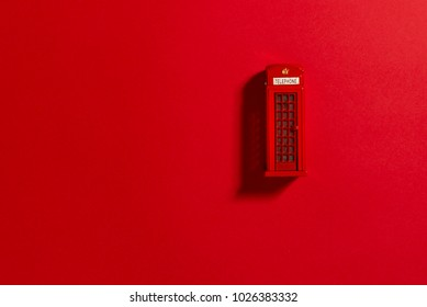 Red phone box on a red background. Ton sur ton image.