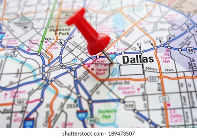 Red push pin and a map of Dallas, Texas