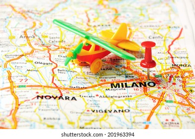 Red push pin pointing at Milano, Italy  map   and a taxi