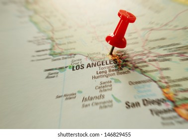 Red pushpin in map of Los Angeles, California