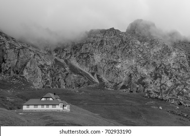 The red roof cottage between mountains and valleys
