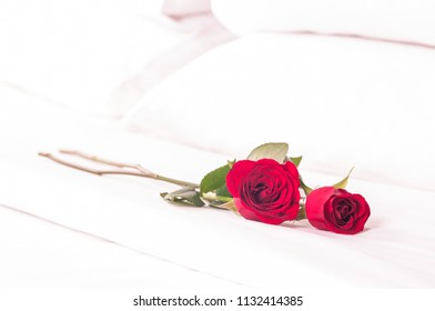 Red roses on the bed