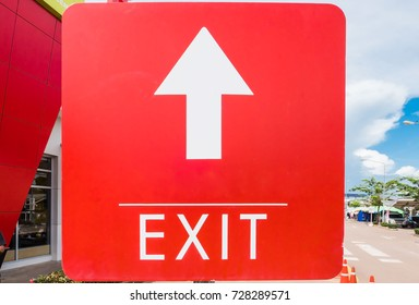 Red sing Straight arrow to exit in car park .