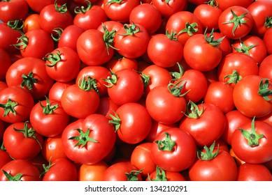 Rote Tomaten auf dem freien Markt