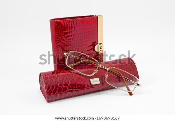 red-wallet-glasses-eyeglass-case-600w-16