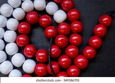 Red and white bead string