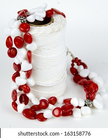 Red and white beaded necklade